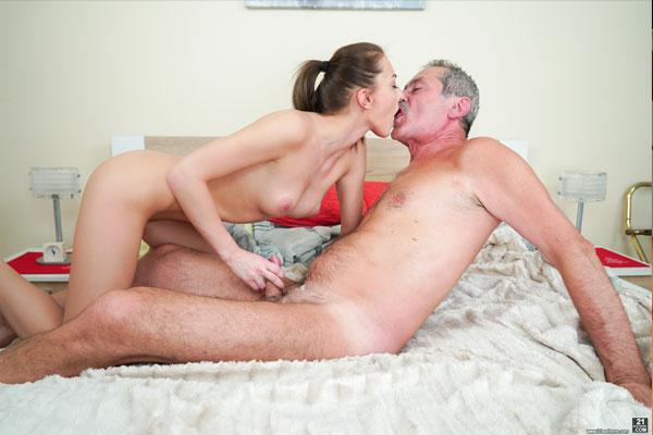 Cumming Matures picture 3